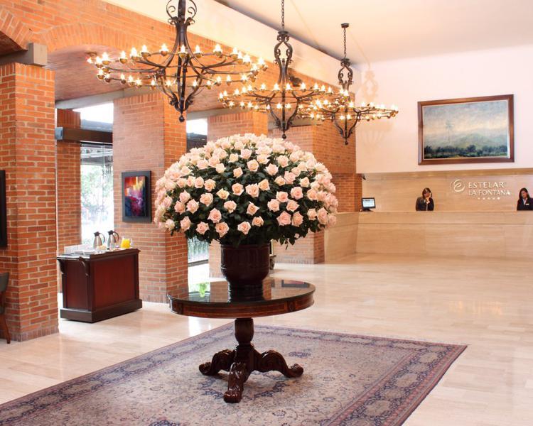 RECEPCIÓN Hotel Hotel ESTELAR La Fontana - Apartamentos Bogotá